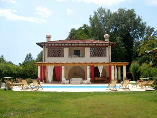 Villa Serenata : detached villa  To rent and for sale  Forte dei Marmi
