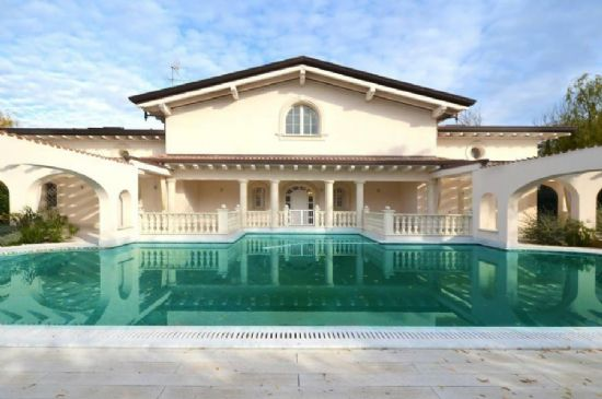 Villa Azzurra Forte dei Marmi : detached villa  To rent and for sale  Forte dei Marmi