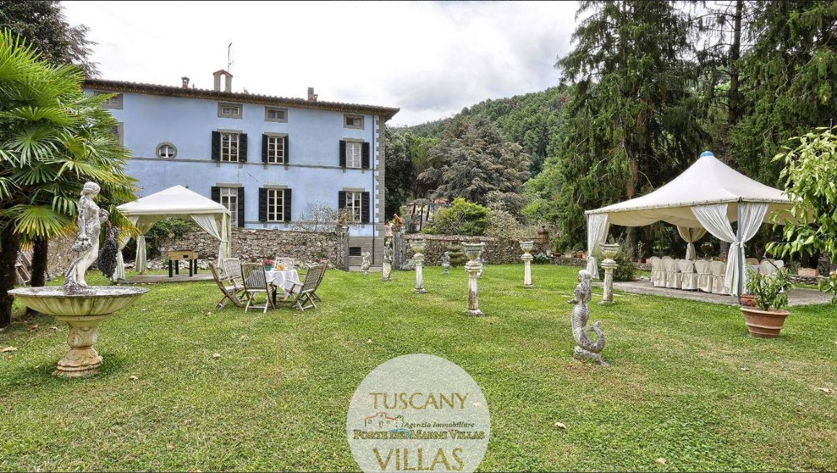 Splendid historical manor house in Camaiore Tuscany : Outside view