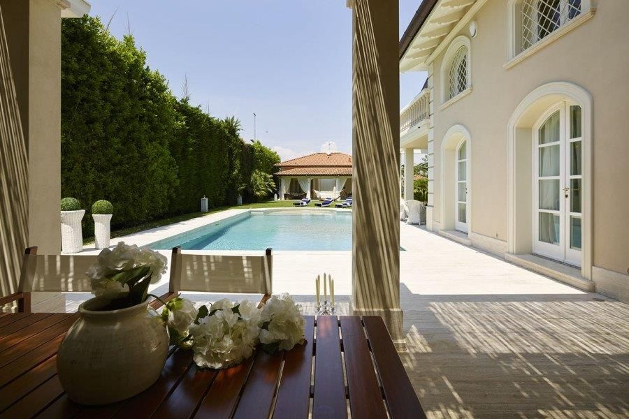 Villa Costes complex of two independent villas with pool for sale in Forte dei Marmi : Outside view
