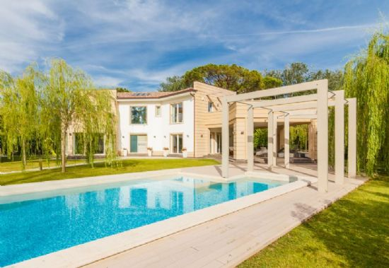 Prestige villa Tuscany sea : detached villa  to rent  Forte dei Marmi