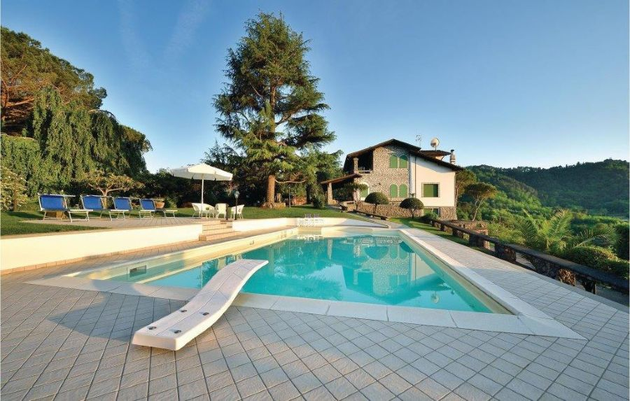 Villa with breaking view in Camaiore : Outside view