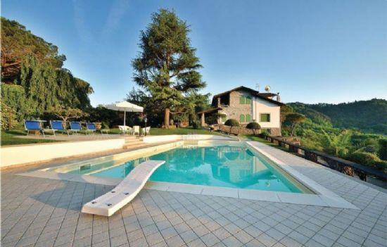 Villa with breaking view in Camaiore : Detached villa For sale  Camaiore