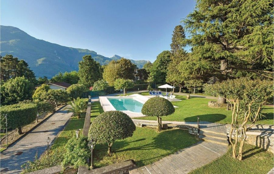 Villa with breaking view in Camaiore : Swimming pool