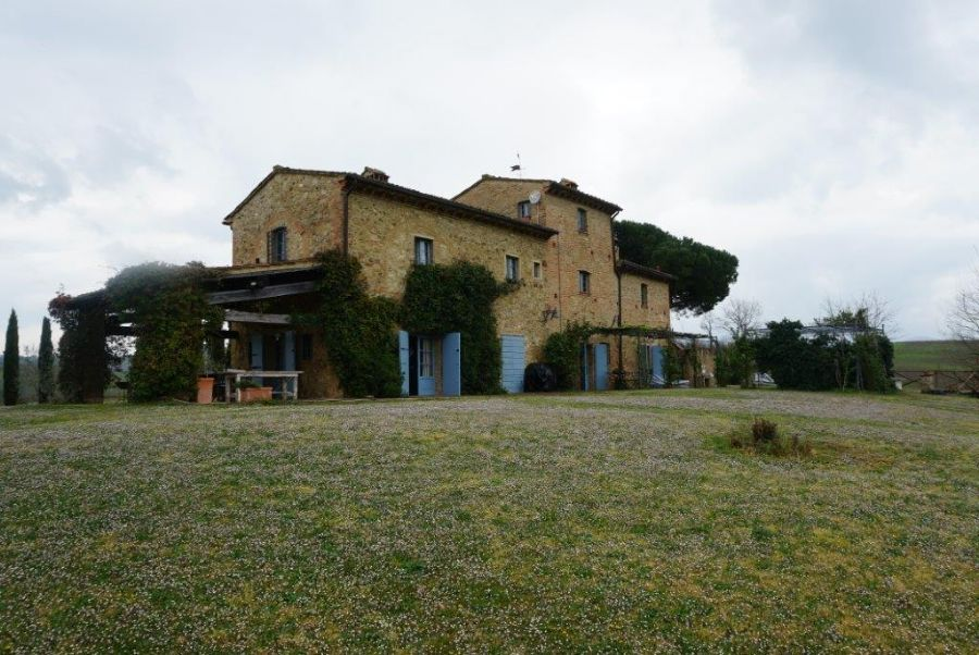 Stone house for sale on the hills of Pisa : Outside view