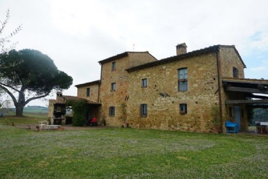 Stone house for sale on the hills of Pisa : rustic for sale Fauglia Pisa hills