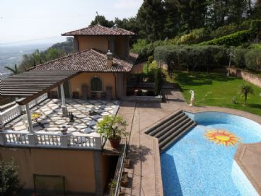 Luxury villa with ocean view : detached villa  for sale  Pietrasanta