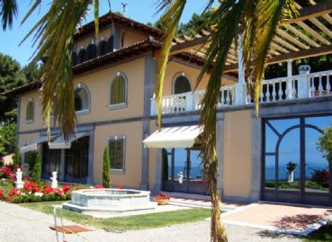 Luxury villa with ocean view : Detached villa For sale Versilia hills Pietrasanta