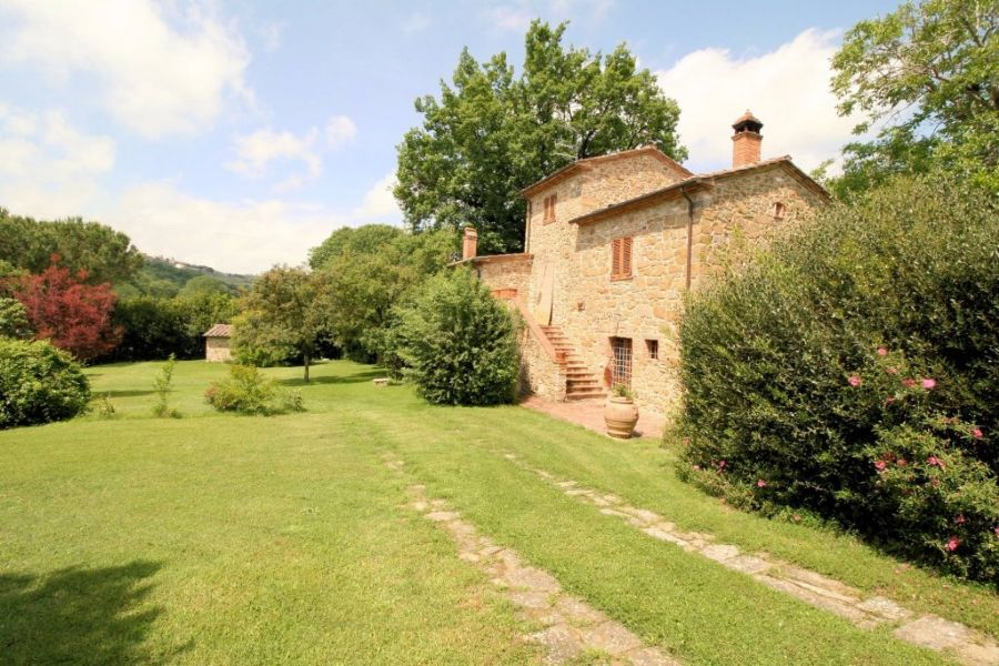Farmhouse Lucignano : Outside view