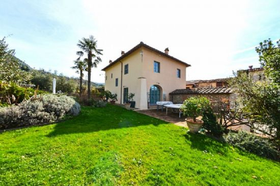 Villa Unique Camaiore : Detached villa For sale Pieve di Camaiore Camaiore
