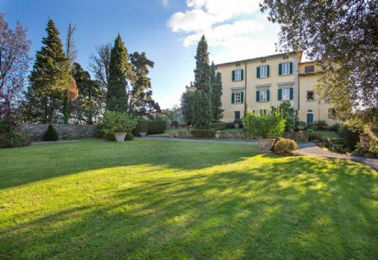 Villa Astri Camaiore : Detached villa For sale  Camaiore