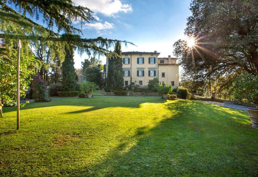Villa Astri : rusticwith garden for sale  Camaiore